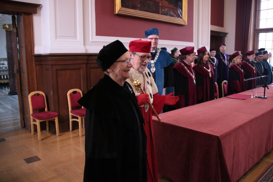 Prof. Maria Kujawska, Rektor UAM, prof. Andrzej Lesicki oraz grono rektorskie