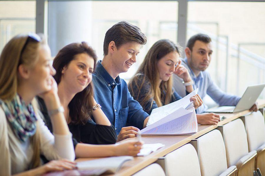 Studenci UAM podczas wykładu