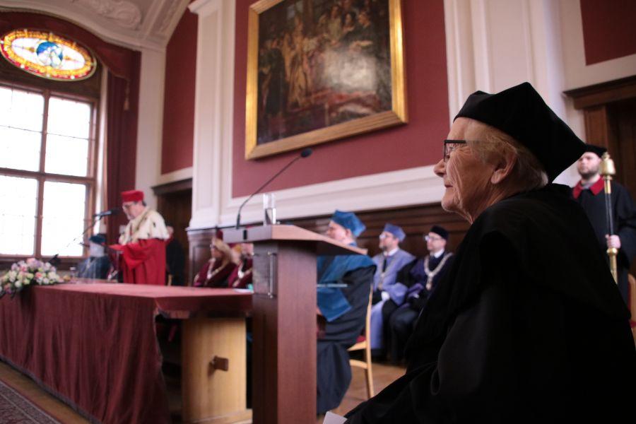 Prof. Maria Kujawska podczas uroczystości odnowienia doktoratu
