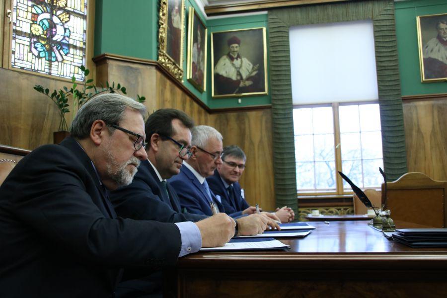 Rektorzy podpisują porozumienie o utworzeniu nowego kierunku: neurobiologia