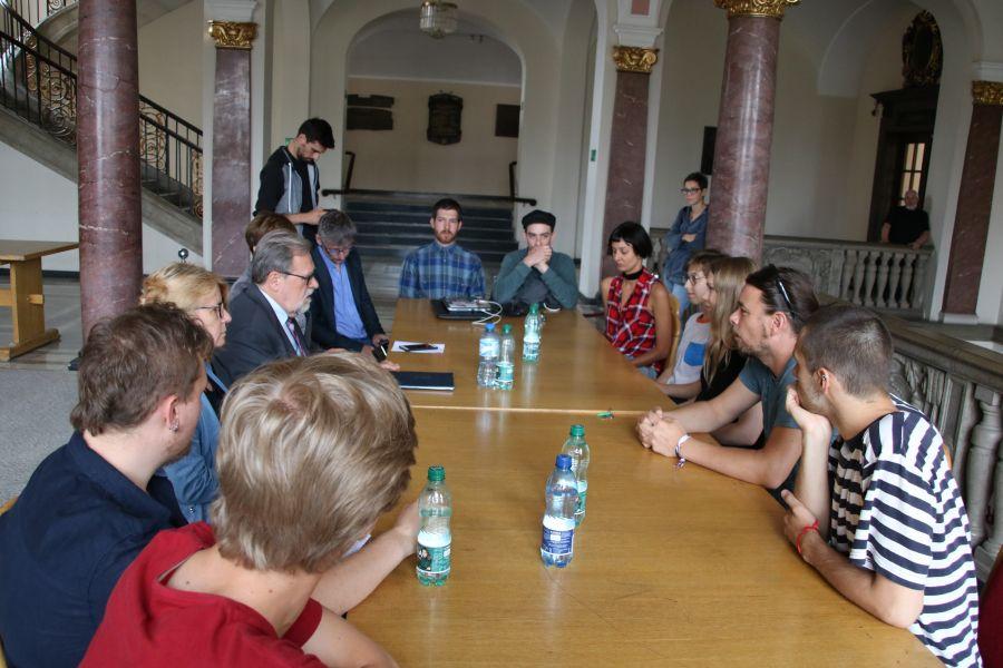 Rektor UAM prof. Andrzej Lesicki spotkał się z osobami prowadzącymi strajk