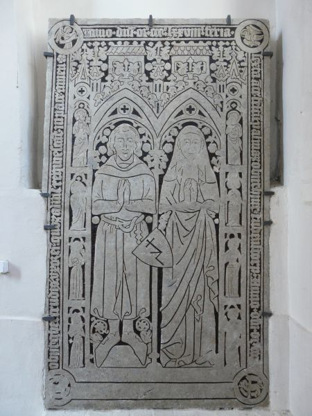 Średniowieczna płyta nagrobna małżeństwa Rabenstorpów w kościele św. Jana Ewangelisty w Szczecinie