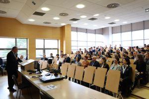 Debaty oxfordzkie dla szkół średnich: śledź finał online. UAM jest partnerem wydarzenia