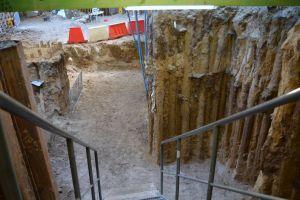 Archeolodzy z UAM odkryli mur kolegiaty