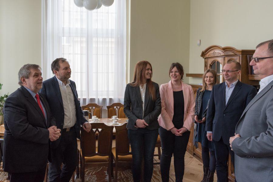 Podpisanie umowy pomiędzy Uniwersytetem im. Adama Mickiewicza w Poznaniu oraz firmą Mobica