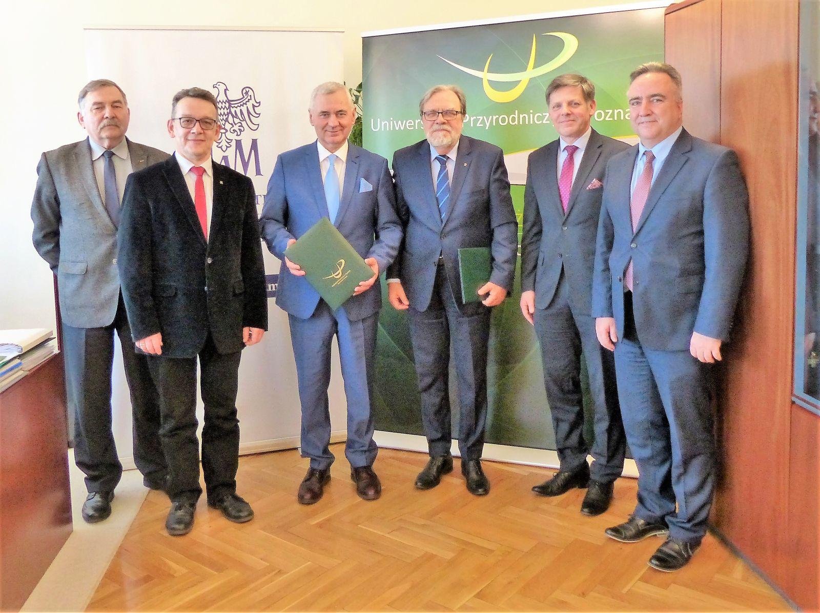 Podpisanie umowy o utworzeniu studiów na kierunku ochrona przyrody i edukacja przyrodniczo-leśna