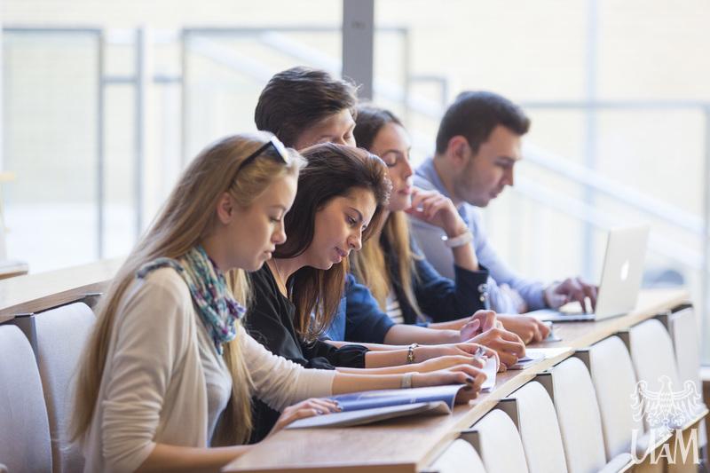 Studenci UAM podczas wykładu.