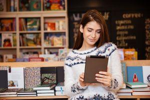 Wznowienie wypożyczeń i zwrotów książek w Bibliotekach UAM