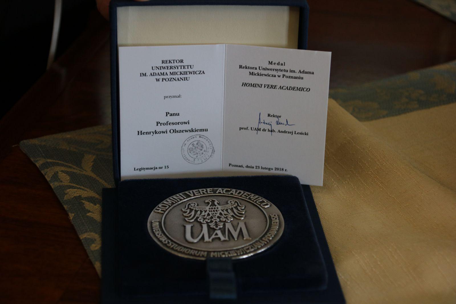 Medal Homini Vere Academico dla profesora Henryka Olszewskiego
