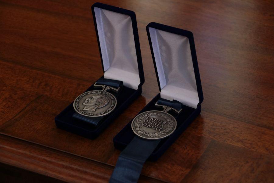 Medale Labor Omnia Vincit