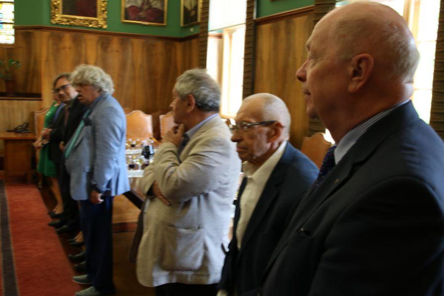 Grono rektorskie podczas uroczystości wręczenia medalu