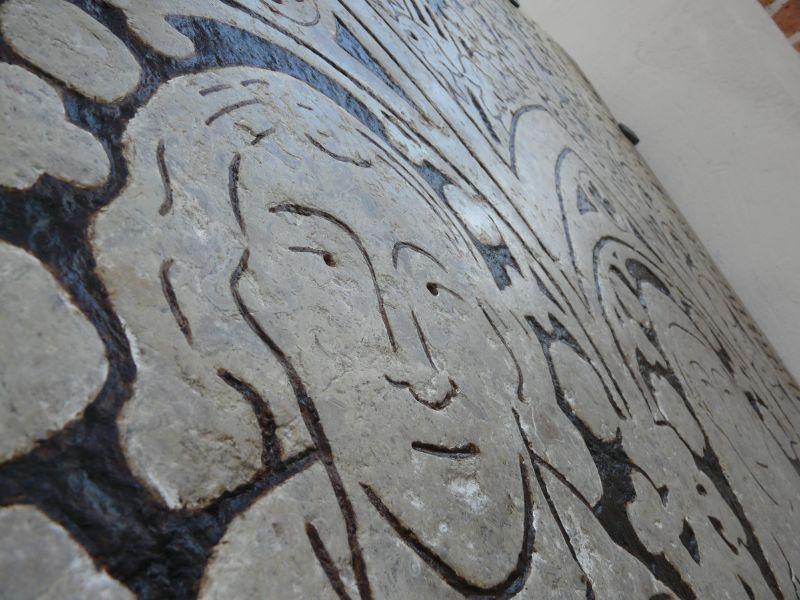 Średniowieczna płyta nagrobna po konserwacji