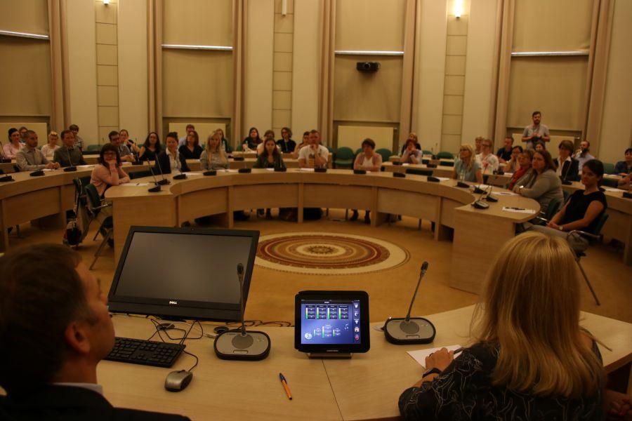 Uczestnicy podczas Wielkiego Poznańskiego Dyktanda UAM