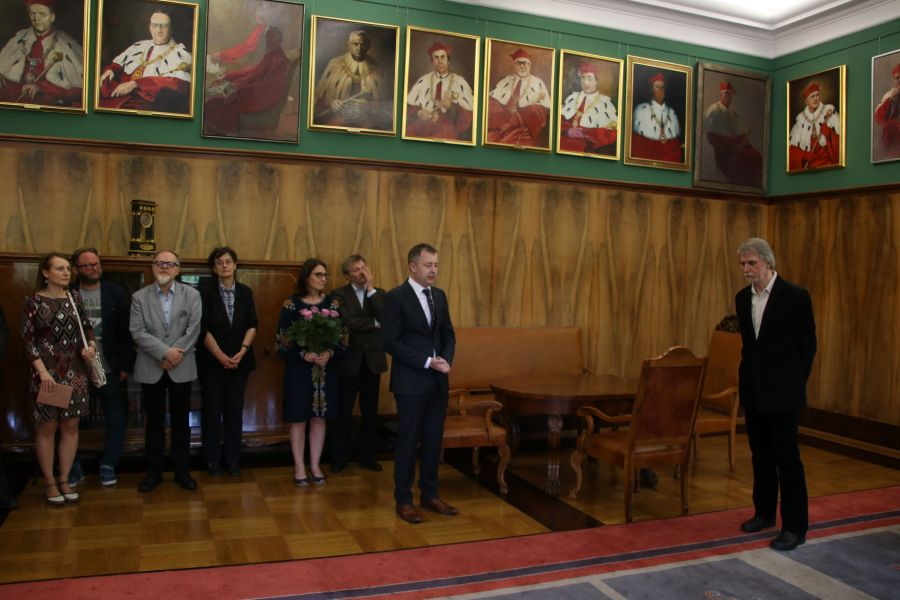 Wręczenie medalu Homini Vere Academico odbyło się w Gabinecie Rektora