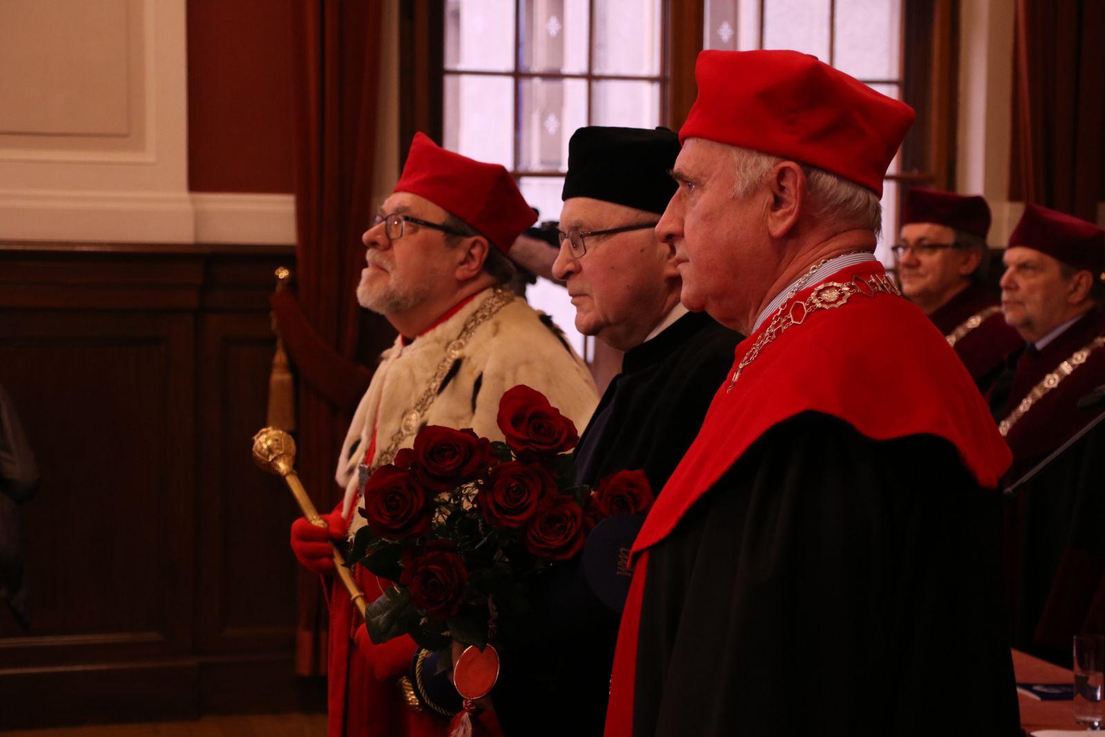Zdjęcie - uroczystość nadania tytuł doktora honoris causa Uniwersytetu im. Adama Mickiewicza w Poznaniu