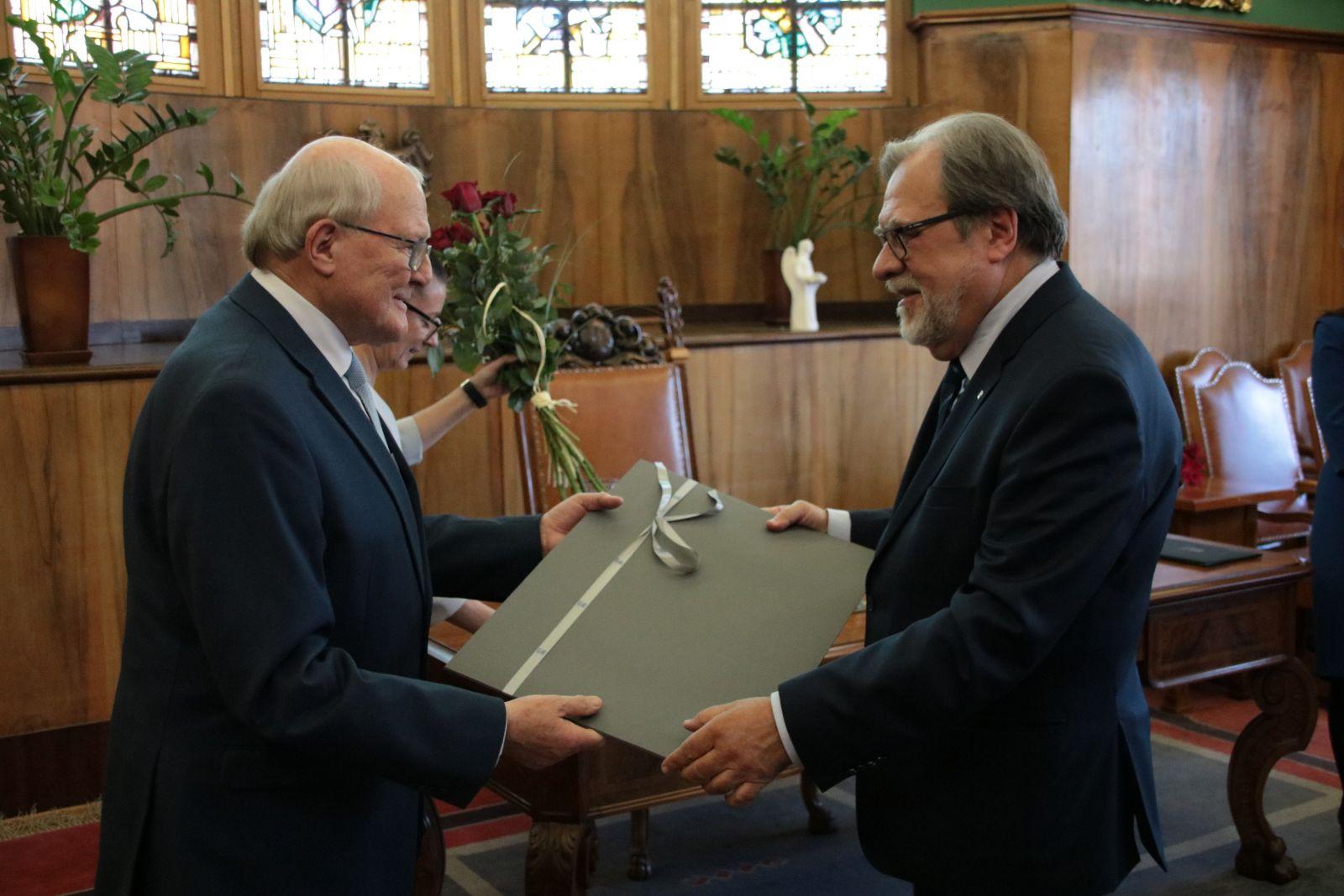 Prof. Andrzej Legocki oraz JM Rektor UAM prof. Andrzej Lesicki