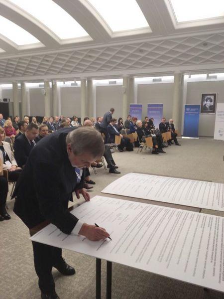 Podpisanie Deklaracji Społecznej Odpowiedzialności Uczelni przez UAM