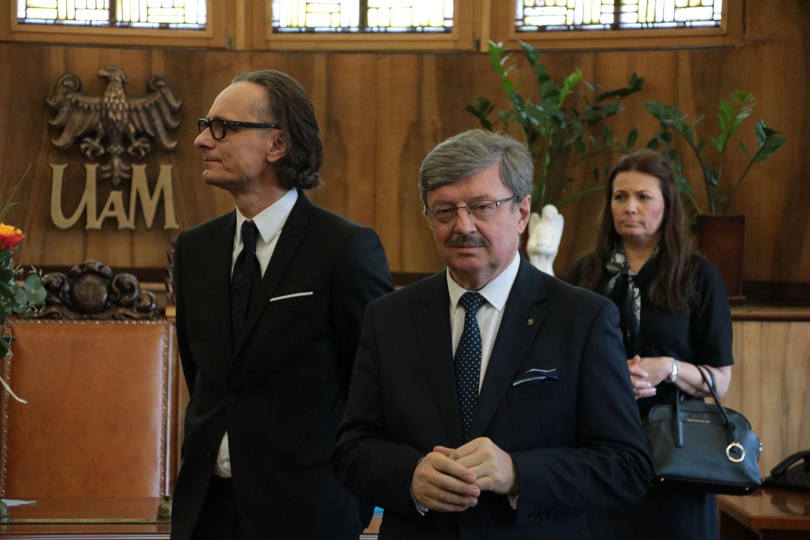 Goście uroczystości wręczenia medalu Homini Vere Academico profesorowi Henrykowi Olszewskiemu