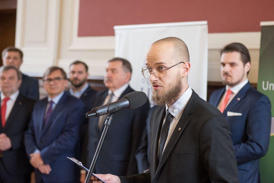 Wręczenie symbolicznych czeków odbyło się w Sali Lubrańskiego UAM