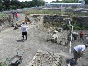 Naukowcy z UAM odkrywają w Novae unikatowe monumentalne armamentarium – rzymski arsenał