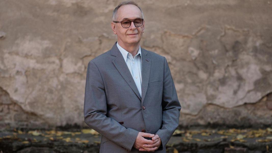 Prof. Karwat