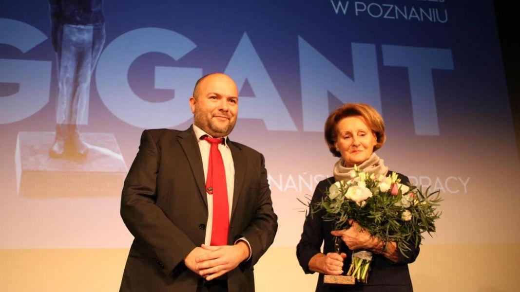 prof. Wronkowska-Jaśkiewicz podczas wręczania nagrody Gigant 2018