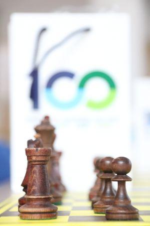 Symultana szachowa z Arcymistrzem na 100-lecie Uniwersytetu!