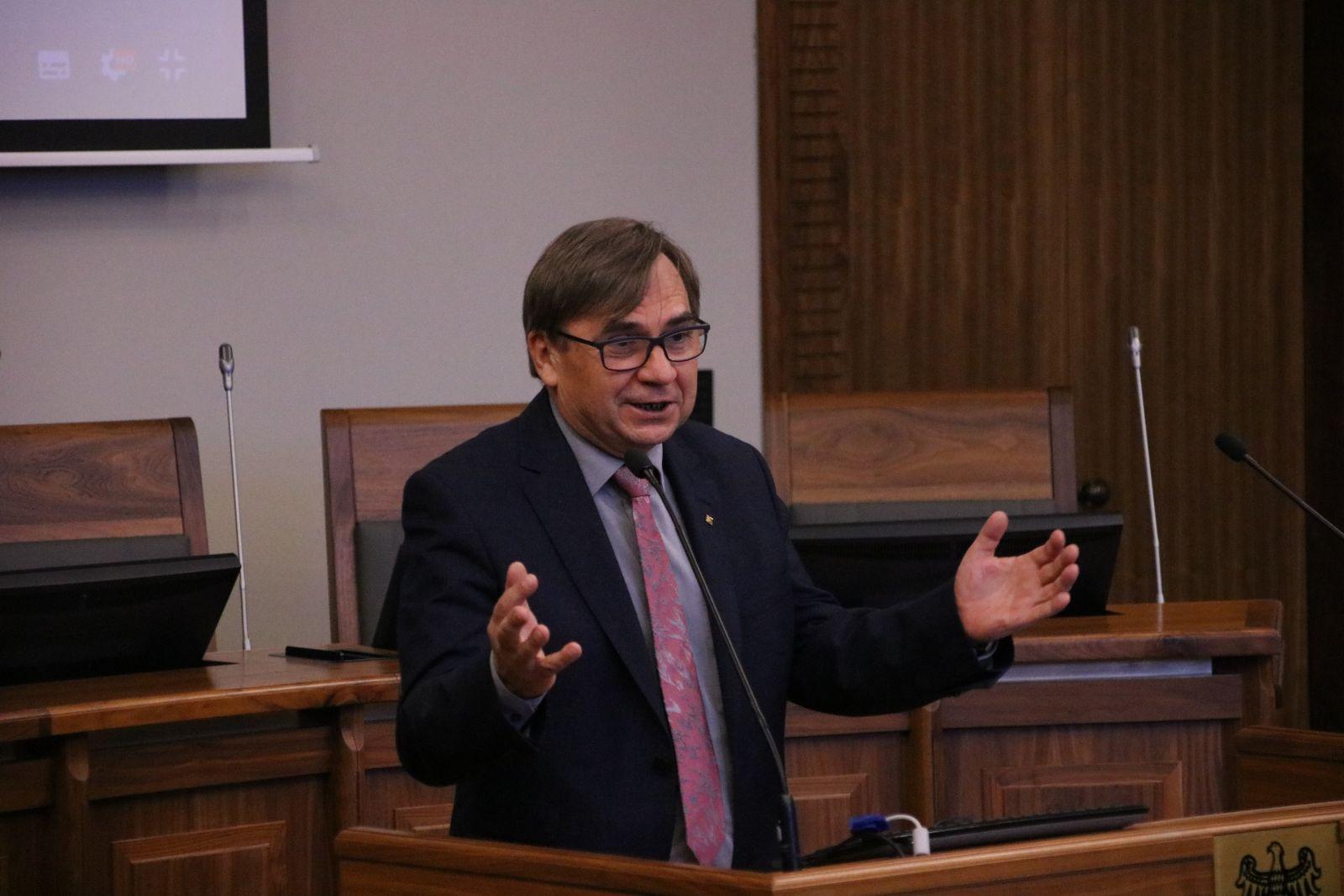 Prof. dr hab. Ryszard Naskręcki, Prorektor ds. nauki i współpracy międzynarodowej