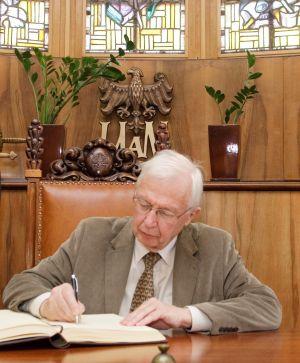 Noblista doktorem honorowym UAM