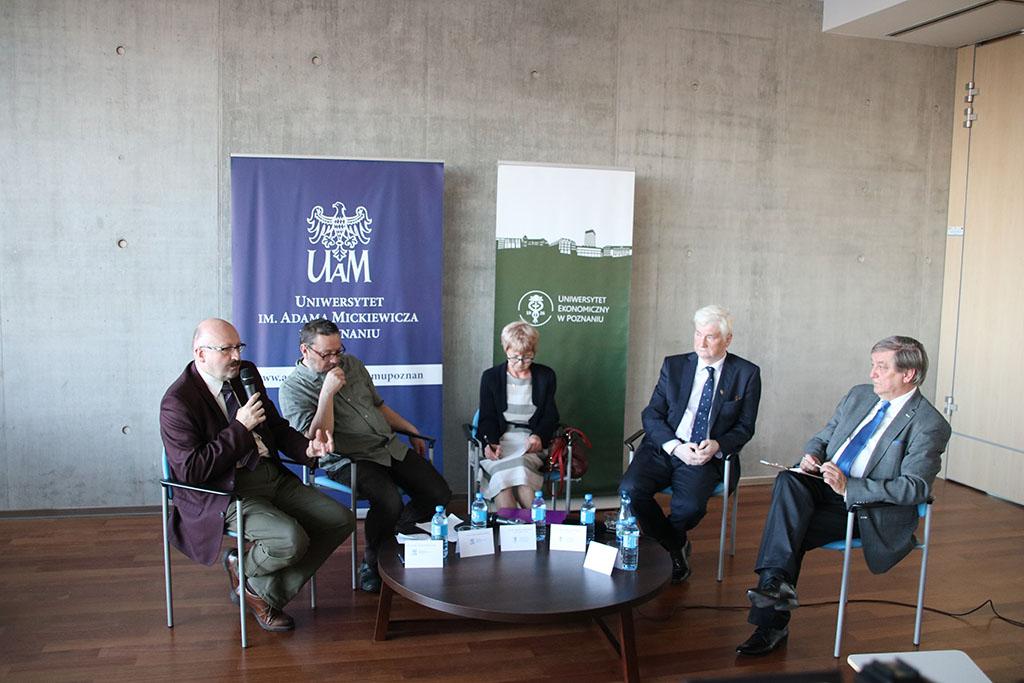 Paneliści podczas IV Debaty Akademickiej