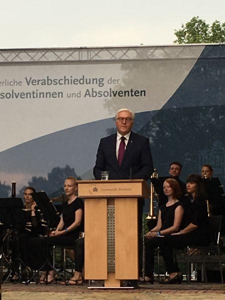 Zdjęcie - prezydent Republiki Federalnej Niemiec Frank-Walter Steinmeier wygłasza przemówienie