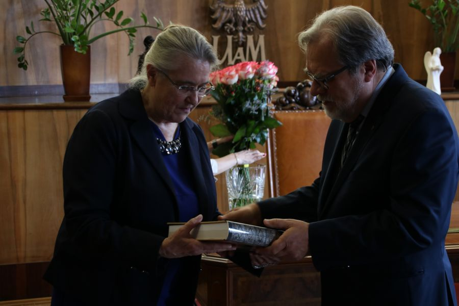 Profesor Hanna Kóčka-Krenz oraz Rektor UAM, profesor Andrzej Lesicki