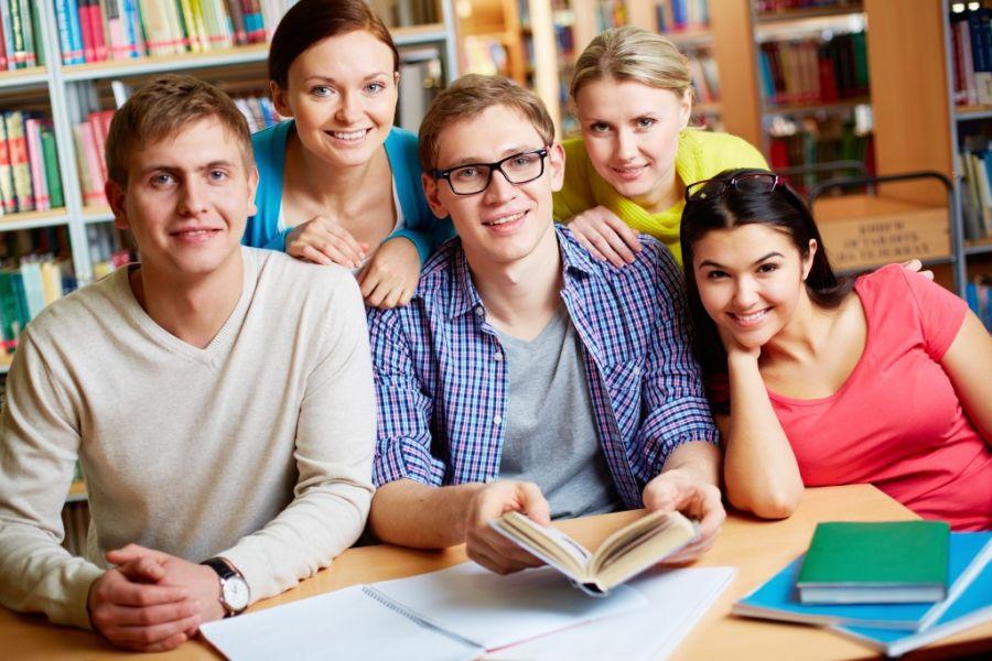 grupka studentów