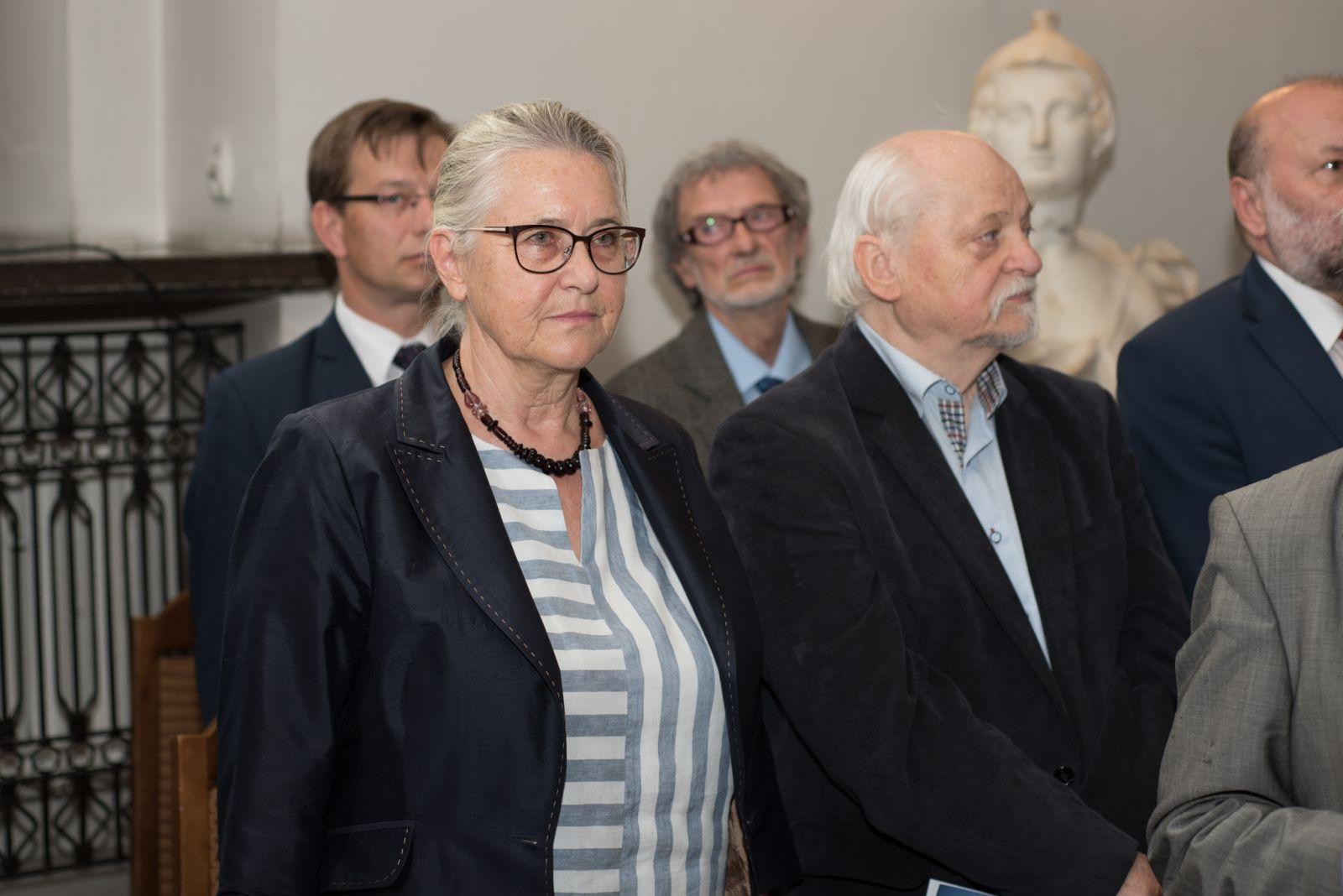 Zdjęcie -  prof. Hanna Kóčka-Krenz, podczas uroczystej sesji Rady Miasta podczas