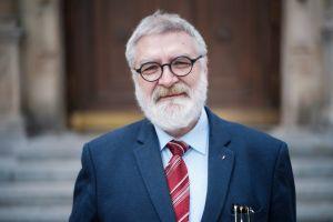 Prof. Aleksander Mikołajczak. Pióro jest wieczne