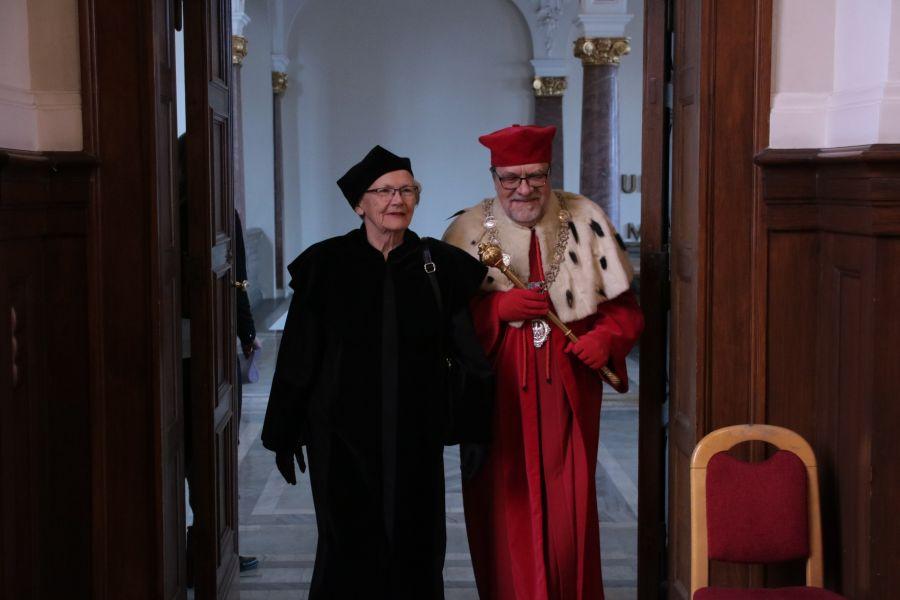 Prof. Maria Kujawska oraz Rektor UAM, prof. Andrzej Lesicki