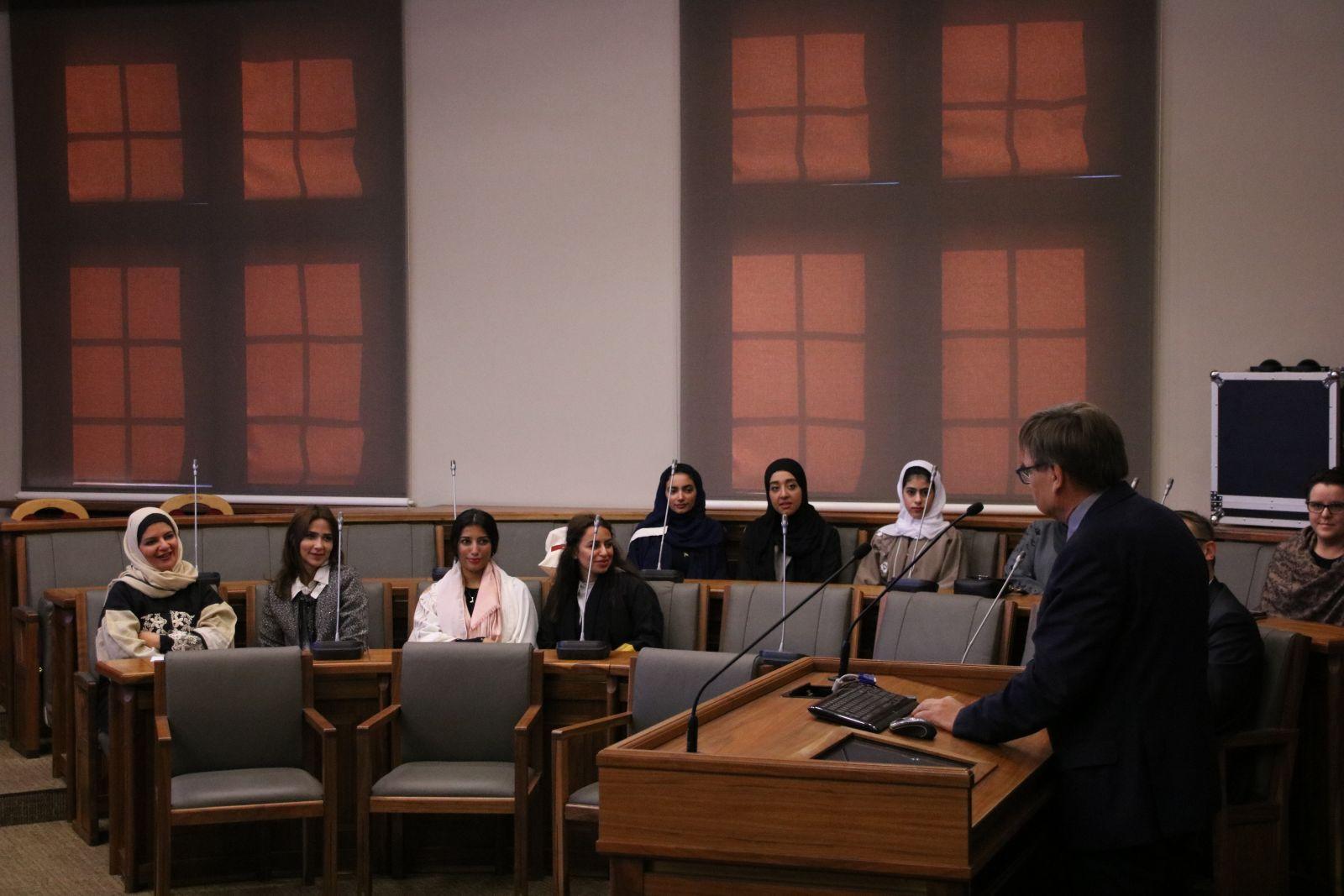 Delegacja studentek z Prince Sultan University z Arabii Saudyjskiej podczas spotkania z prorektorem prof. dr. hab. Ryszardem Naskręckim