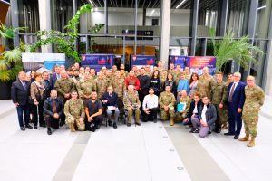 Spotkanie weteranów Powstania Warszawskiego z żołnierzami amerykańskimi na Wydziale Historii