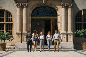 Odwiedź nasz blog i dowiedz się więcej o kierunkach studiów!