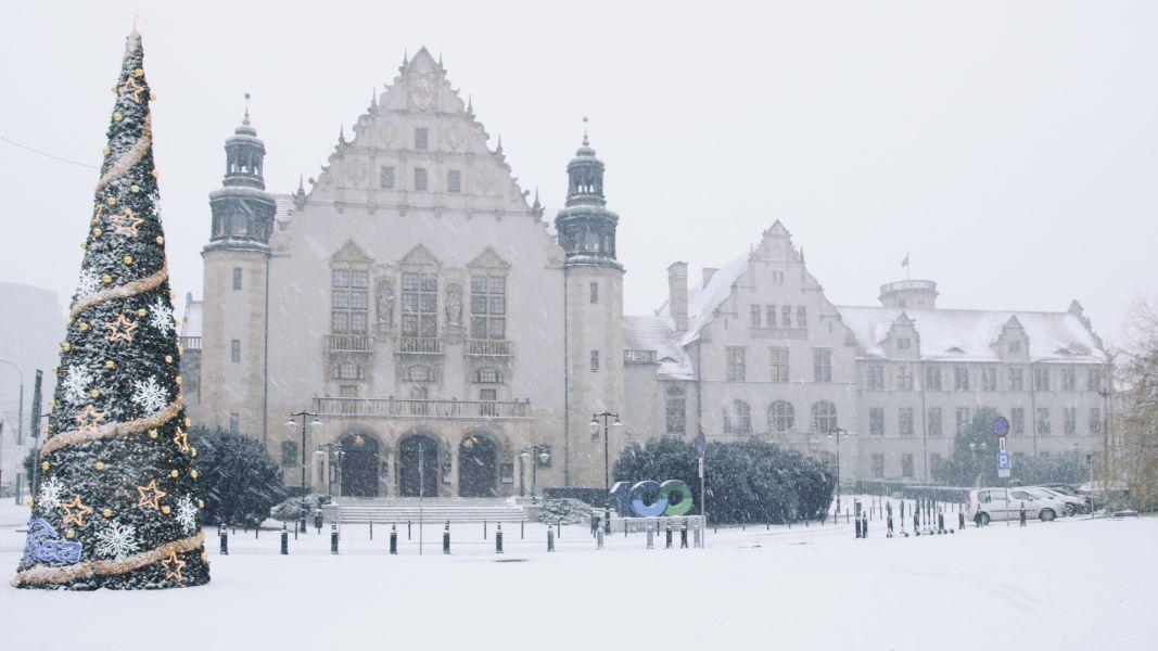Rektorat w śniegu