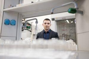 Dr Adam Gorczyński. Chemia klocków Lego