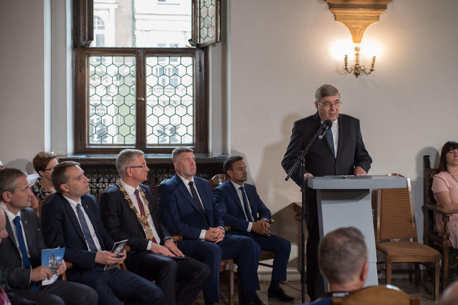Zdjęcie - przemówienie podczas uroczystości