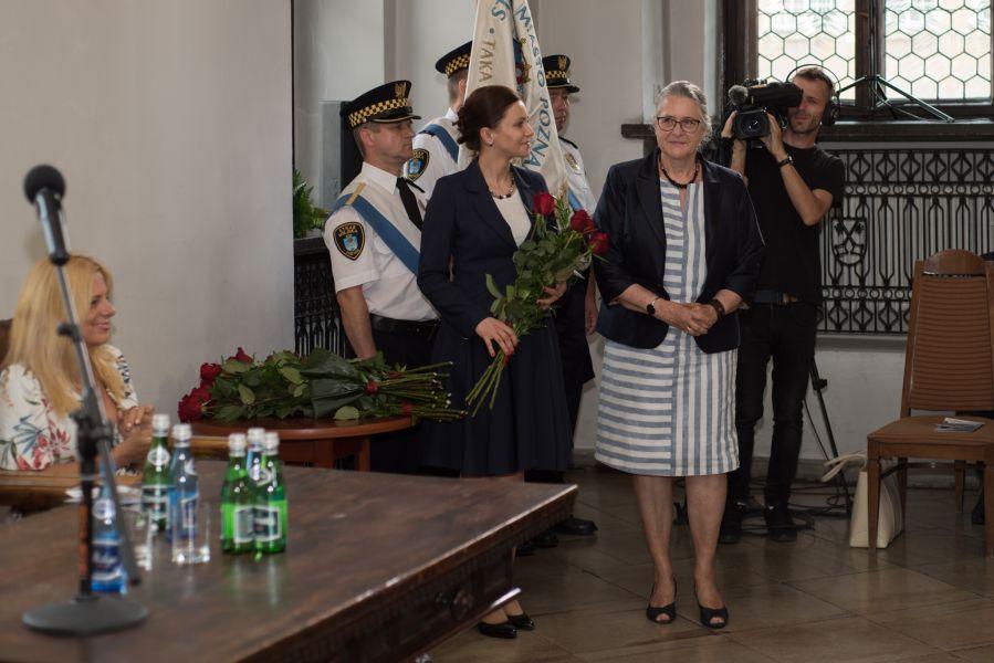 Zdjęcie - prof. Hanna Kóčka-Krenz podczas uroczystego wręczenia tytułu Honorowego Obywatele Miasta Poznania