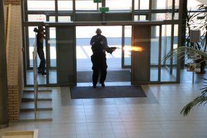 Informacja o bombie  i zakładnicy na WNPiD – ćwiczenia na Morasku