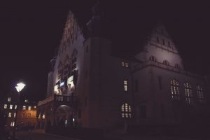Fioletowe budynki UAM