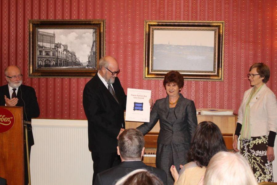Wyróznienie dla Prof. Marii Kaczmarek