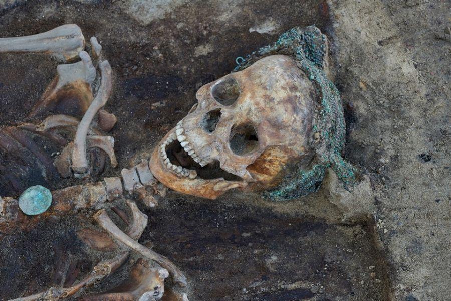 Czepiec na głowie zmarłej szlachcianki