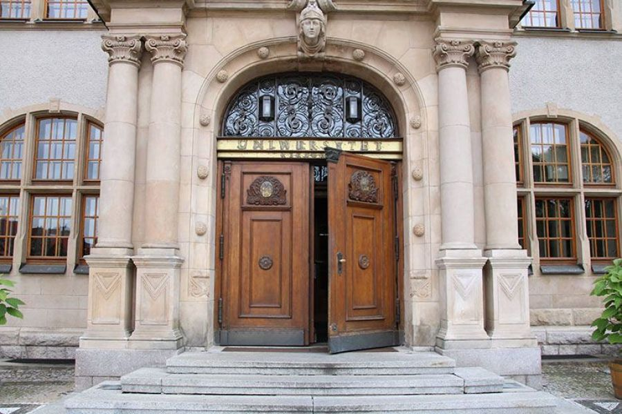 zdjęcie - wejście do Collegium Minus