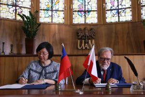 Umowa pomiędzy UAM a Centralną Biblioteką Narodową Tajwanu