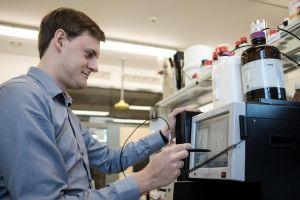Naukowcy z UAM chcą uderzyć w komórki rakowe